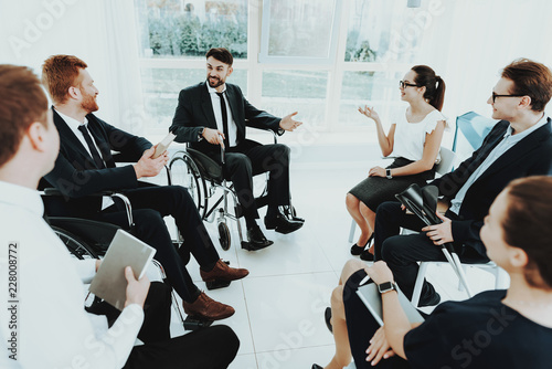 Foto Murales Meeting Disabled People in Bright Room with Window