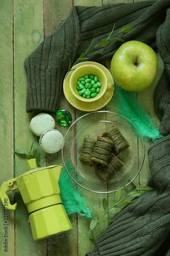 Wall mural flat green still life - coffee pot, apple, dessert