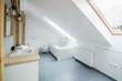 Quadro Bright modern bathroom with grey walls, mirror and bathtub.