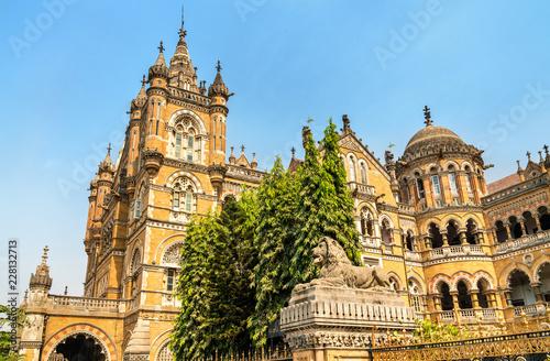 Foto Murales Chhatrapati Shivaji Maharaj Terminus, a UNESCO world heritage site in Mumbai, India