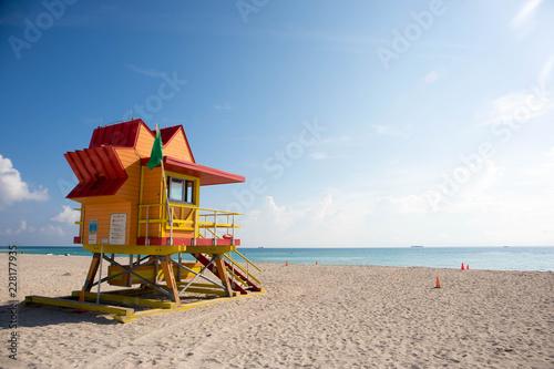 Leinwanddruck Bild Colorufl lifeguard tower on South Beach in Miami, Florida