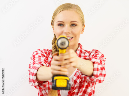 Foto Murales Woman aiming with drill