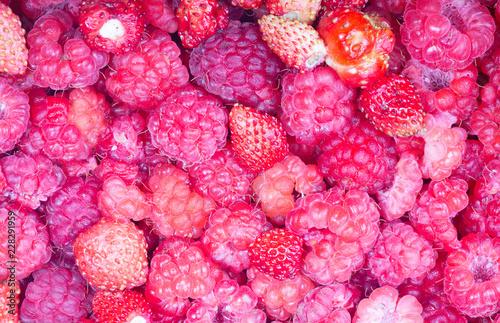 Foto Murales pink strawberries and raspberries background