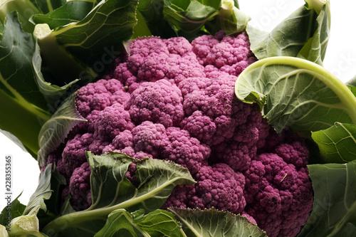 Kolorowe kalafiorowe kapusty na stole. Zdrowe jedzenie.