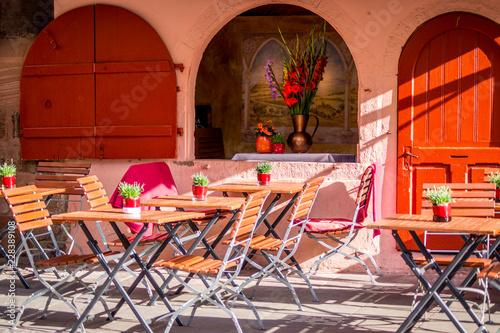 Cafe ohne Gäste © Denis
