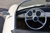Armaturenbrett eines alten Cabrios