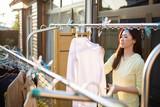 洗濯をする女性 - 228459331