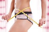 erfolgreiche Diät - Bauchumfang messen  - 228469981
