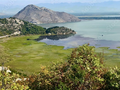 Widok na jezioro Skadar / Skutari Czarnogóra i Albania