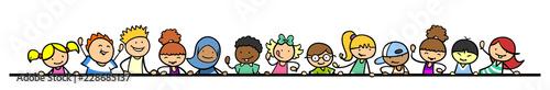 Gruppe Kinder hält Trennlinie für Header - 228685137