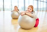 Mädchen machen Pause im Sportunterricht
