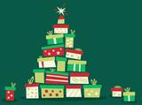 Weihnachtsbaum aus Geschenken gruener Hintergrund