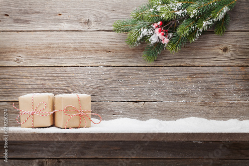 Leinwanddruck Bild Christmas gift boxes and xmas fir tree