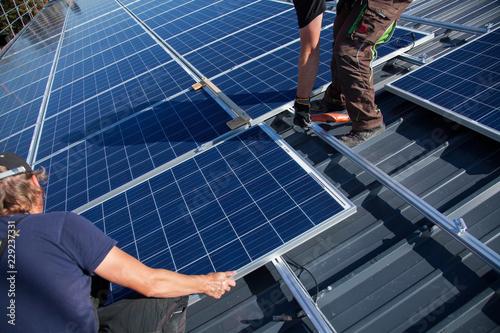 canvas print picture Aufbau einer Photovoltaik- Anlage