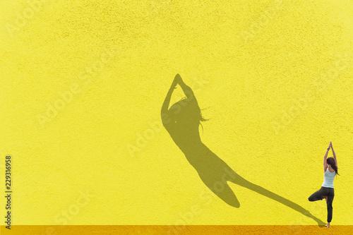 Poster Junges Mädchen beim Yoga