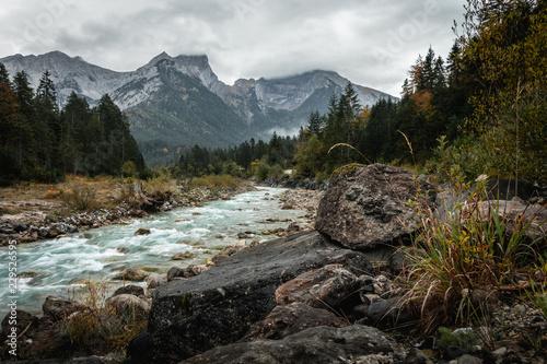 Wilder Fluss im Karwendelgebirge