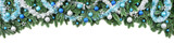 Rand aus Tannenzweigen, dekoriert mit kühlen Farben