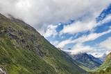 im Sommer Schnee in den Bergen - 229582971