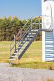 ein Windrad mit einer Treppe