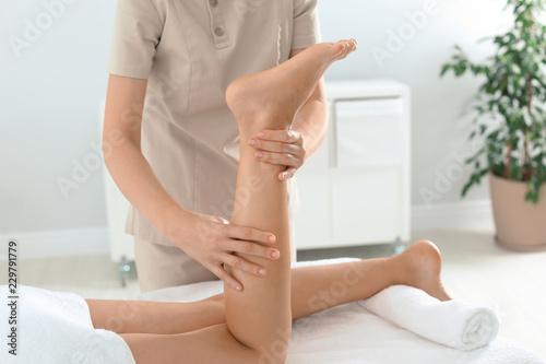 Leinwanddruck Bild Woman receiving leg massage in wellness center