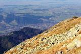 Widok na Zakopane z Kasprowego Wierchu, zbocze góry a w oddali miasto - 229867583