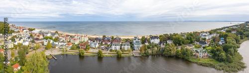 Leinwanddruck Bild Luftbild vom Bansiner Strand mit Seebrücke und Promenade