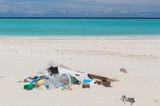 Müll am Strand Atoll Insel Malediven - 229967167