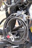 Hydraulikschläuche an einem technischen Gerät - 230022954