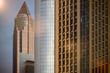 Leinwanddruck Bild - Skyline Gebäude Hochhaus mit Fensterfront