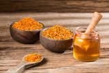 Bee honey and pollen grains