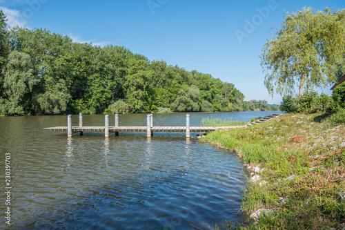 Holzsteg an der Donau - 230391703