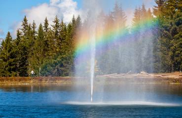 Ein schöner Regenbogen am See