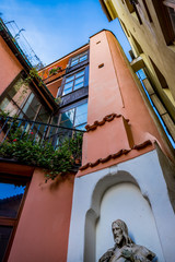 Cour intérieur après la rue la plus étroite de Prague © MangAllyPop@ER