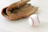 野球ボールとグローブ