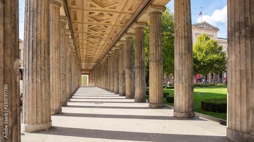 Kolumnada filary w Berlin, Niemcy, niski kąt