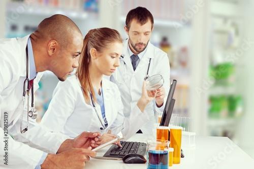 Lekarze zespół mówi ekspertyzy w szpitalu