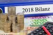 Leinwanddruck Bild - 2018 Bilanz / Ordner mit Geld