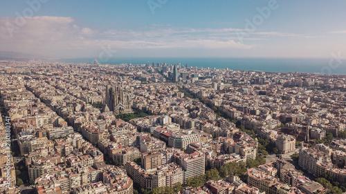 Pejzaż miejski Barcelona przy słonecznym dniem. Widok z lotu ptaka