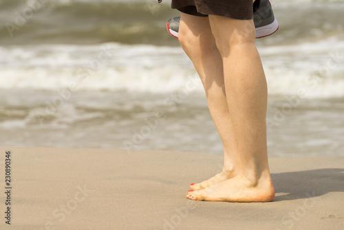 Foto Murales Woman walking on beach