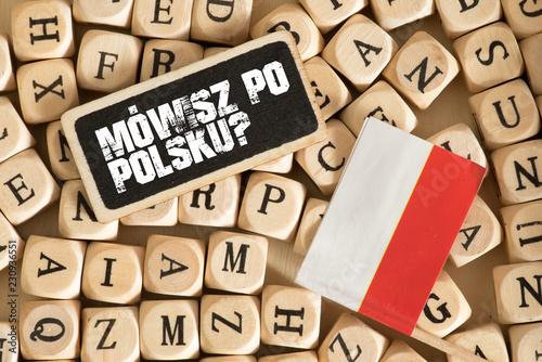 Verschiedene Buchstaben, Flagge von Polen und Frage Sprechen Sie Polnisch