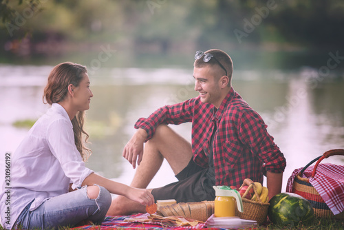 Leinwanddruck Bild - .shock : Couple in love enjoying picnic time