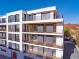modernes Neubauhaus mit Balkon - 230973599