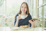 Girl with coffee and lasagna - 231007589