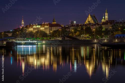 Stare Miasto w Warszawie nocą pejzaż znad Wisły