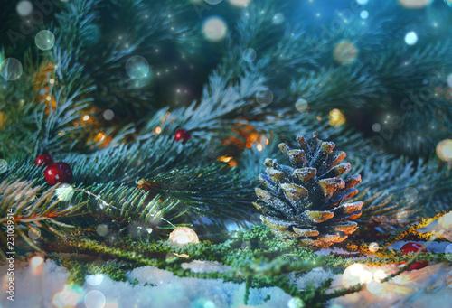 Leinwanddruck Bild Weihnachtlicher Hintergrund Natur - Tannenzweige mit Zapfen im Schnee