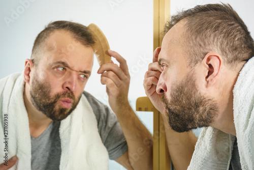 Foto Murales Man using comb in bathroom