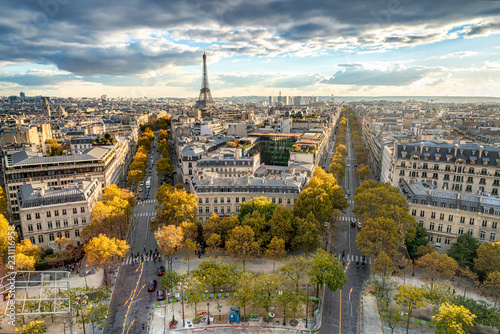 Fototapety, obrazy : Paris im Herbst mit Blick über die Stadt Skyline und den Eiffelturm