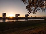 Sonnenuntergang über Köln am Rhein - 231274942