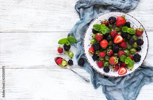Foto Murales Plate with summer berries