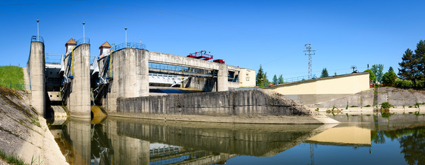 river dam wall © Jan